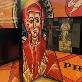 Lexposition 'L'poque romane' dans l'église de San Pedro de…