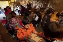 Taller de Prehistòria per infants a les Coves de l'Espluga…