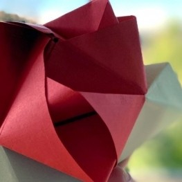 For Sant Jordi, let's make paper roses with femturism