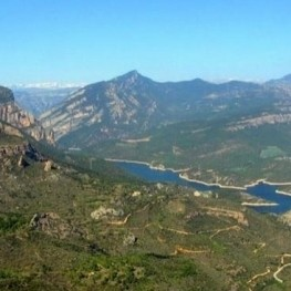 Roca del Corb i Sant Honorat a Peramola
