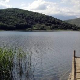 Tour of Montcortes Lake